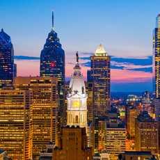Die Skyline von Philadelphia im Sonnenuntergang