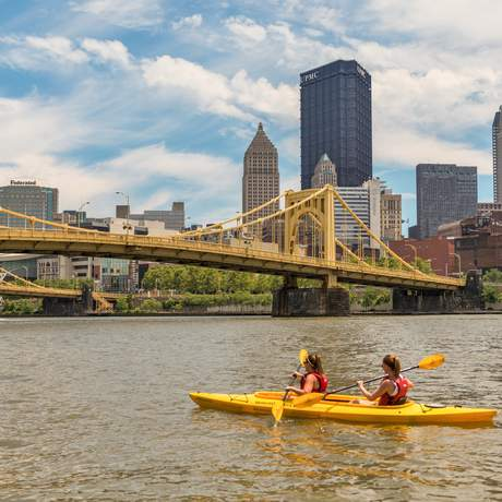 Eine Kajaktour auf dem Allegherny River in Pittsburgh