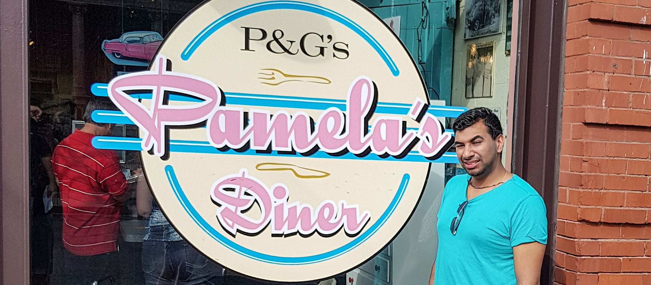Mitarbeiter Hans Chawla vor dem Pamela's Diner in Pittsburgh