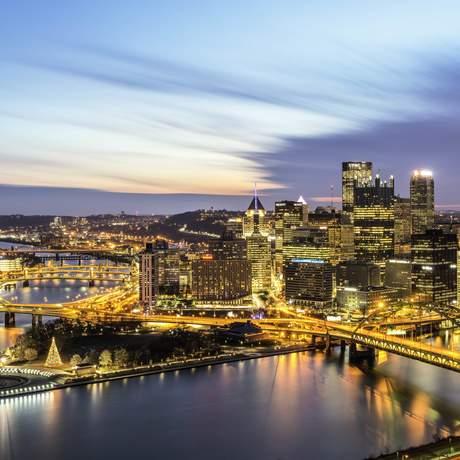 Pittsburghs Skyline zur Weihnachtsszeit
