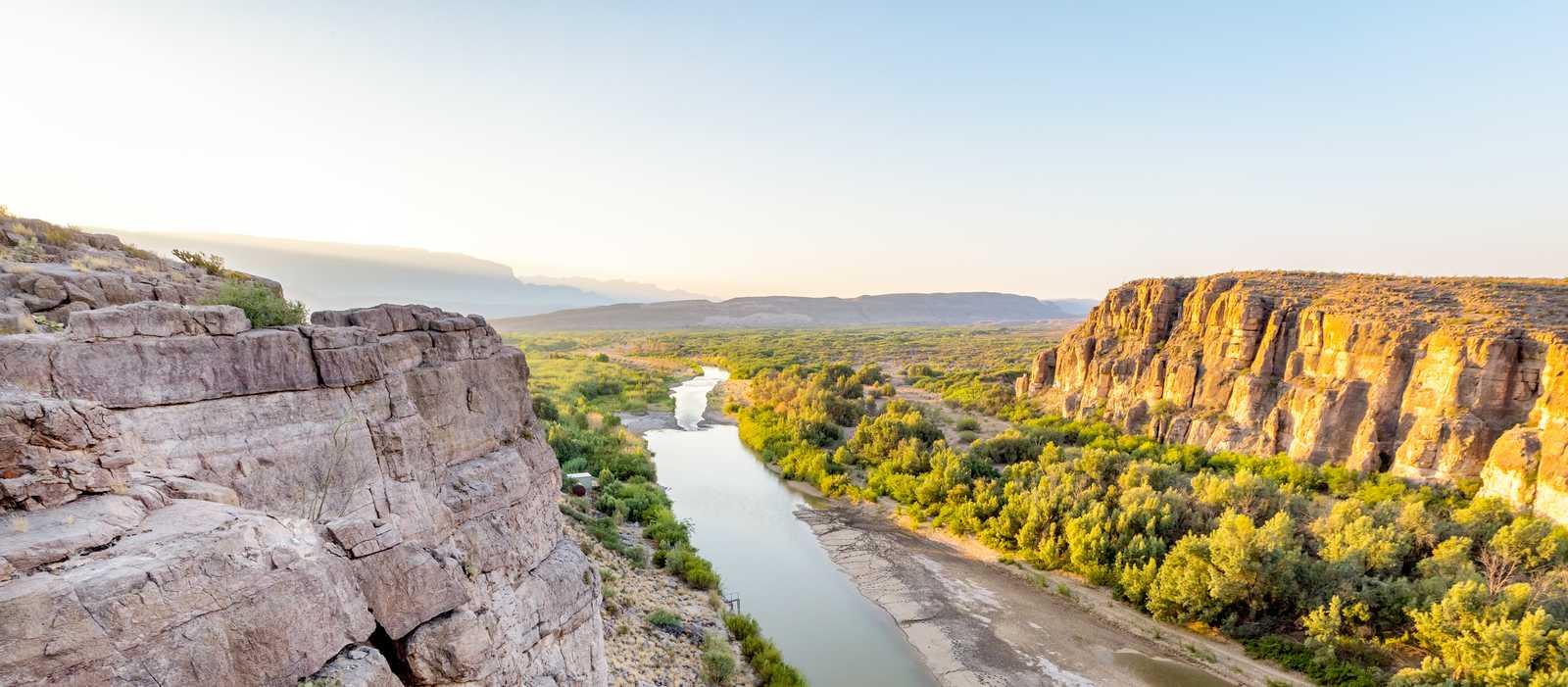 Ausblick über die Weiten des Big-Bend-Nationalparks in Texas