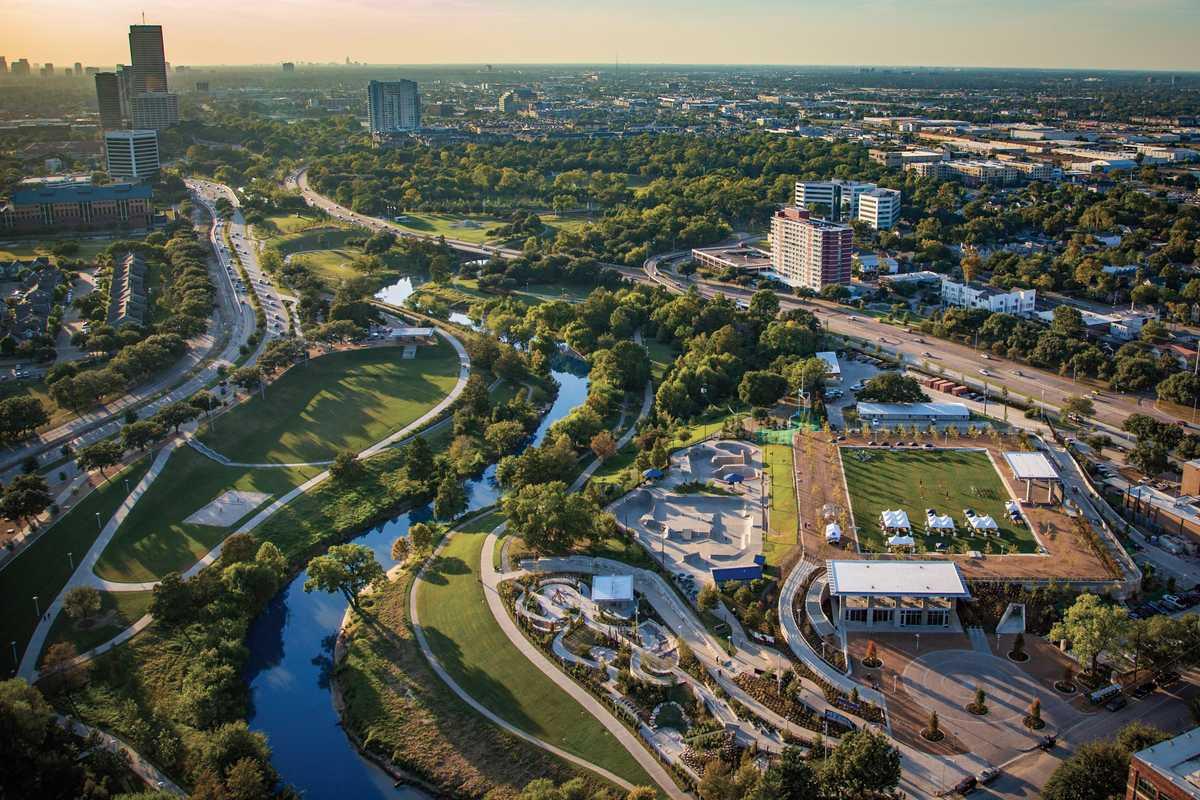 Der Buffalo Bayou fließt durch den Stadtkern von Houston