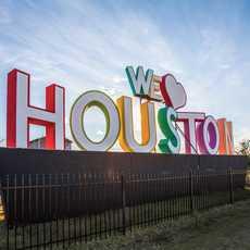 """""""We Heart Houston"""" von dem Künstler David Adickers im Stadtkern von Houston"""