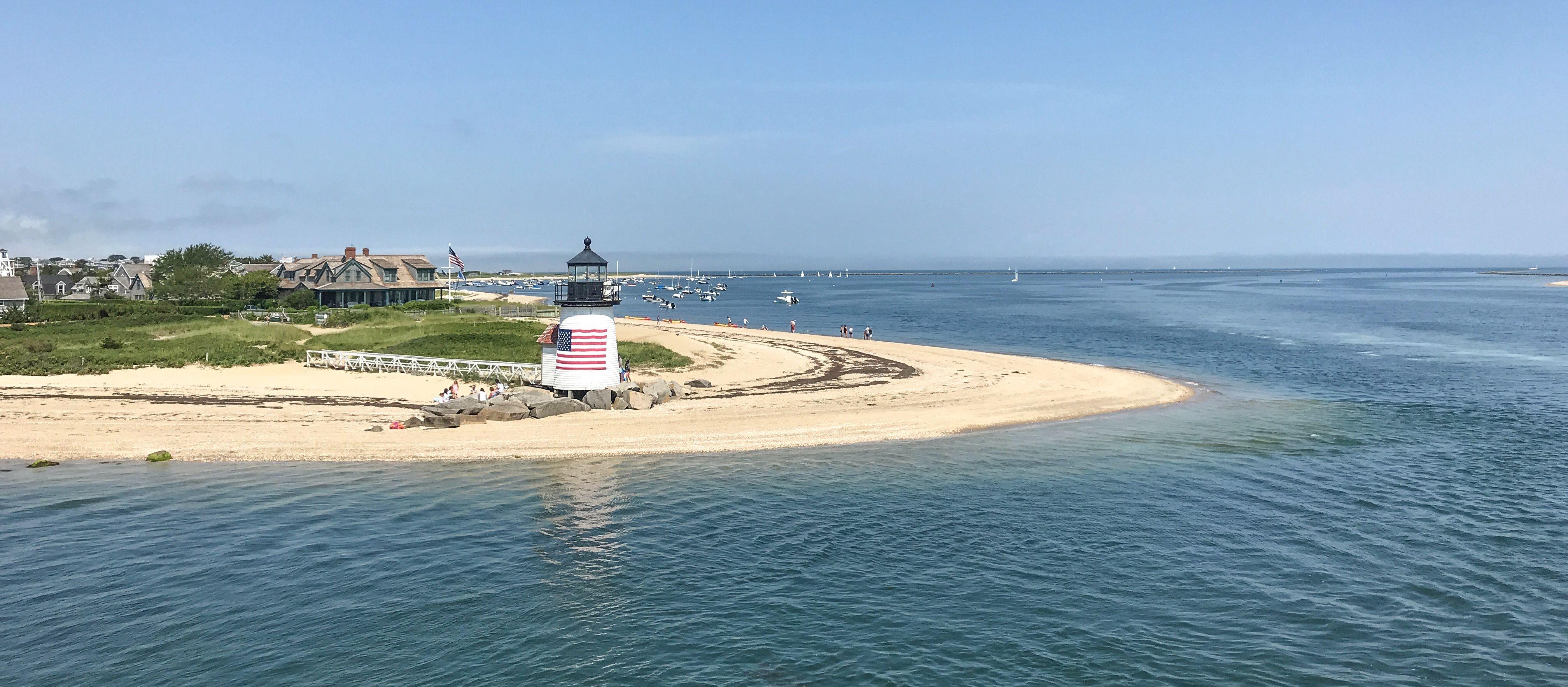 Der historische Brant Point Light Leuchtturm auf Nantucket im Bundesstaat Massachusetts
