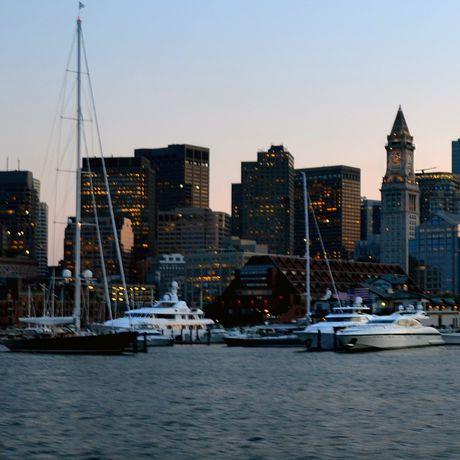 Skyline und Hafen von Boston