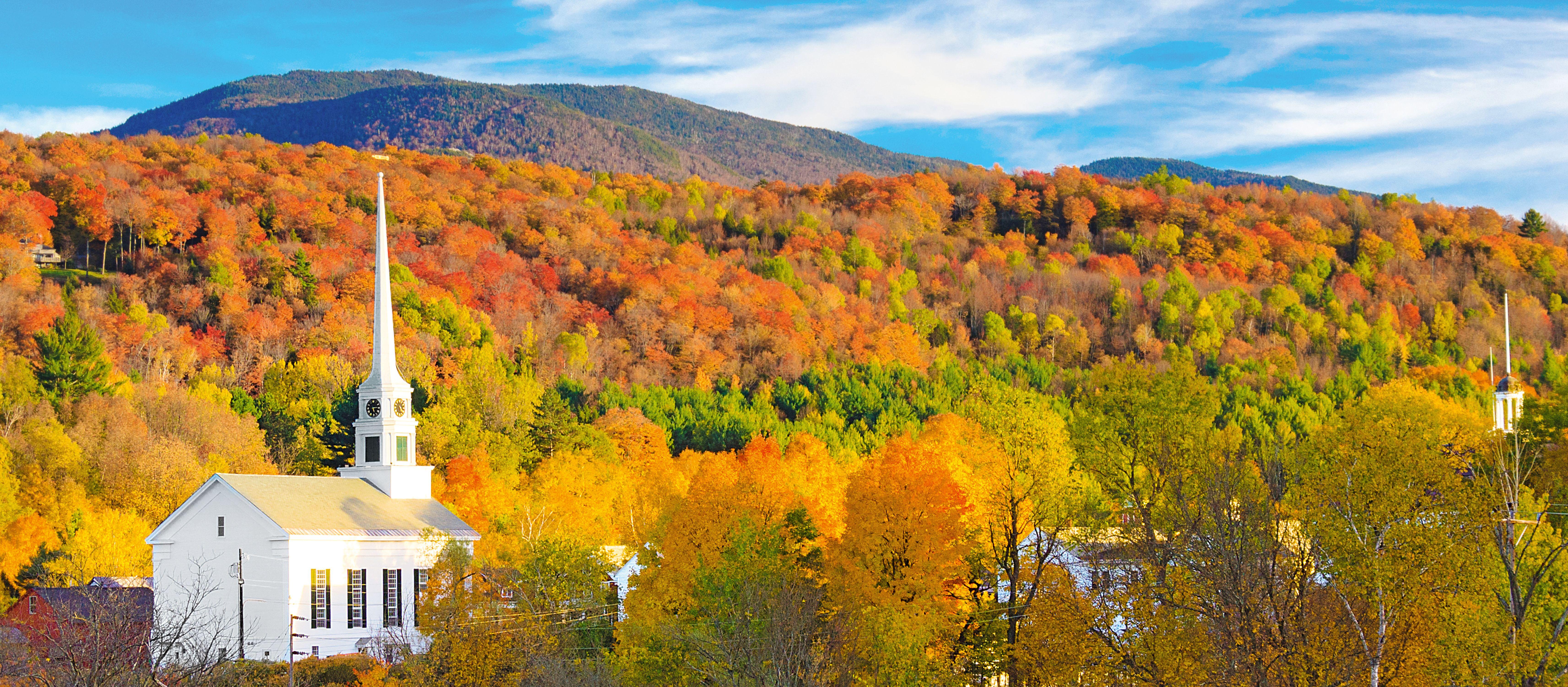 Die Stowe Community Church im Herbst