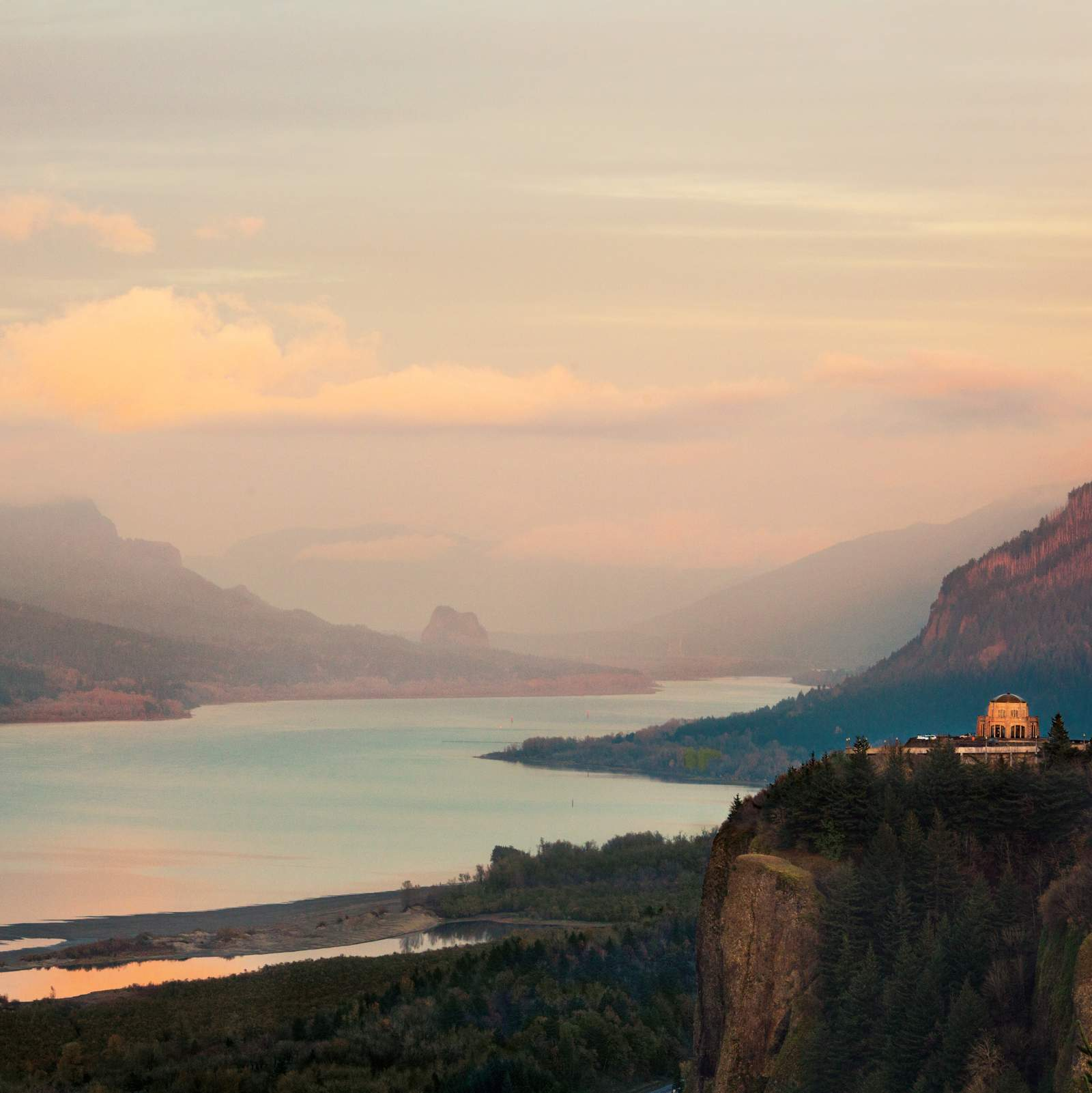 Columbia River Gorge National Scenic Area im Sonnenuntergang