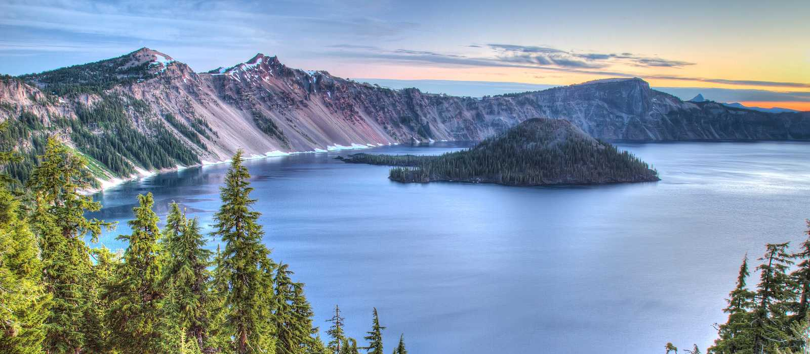 Sonnenaufgang am Crater Lake