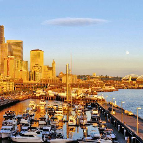 Waterfront und Skyline von der Bell St. Marina