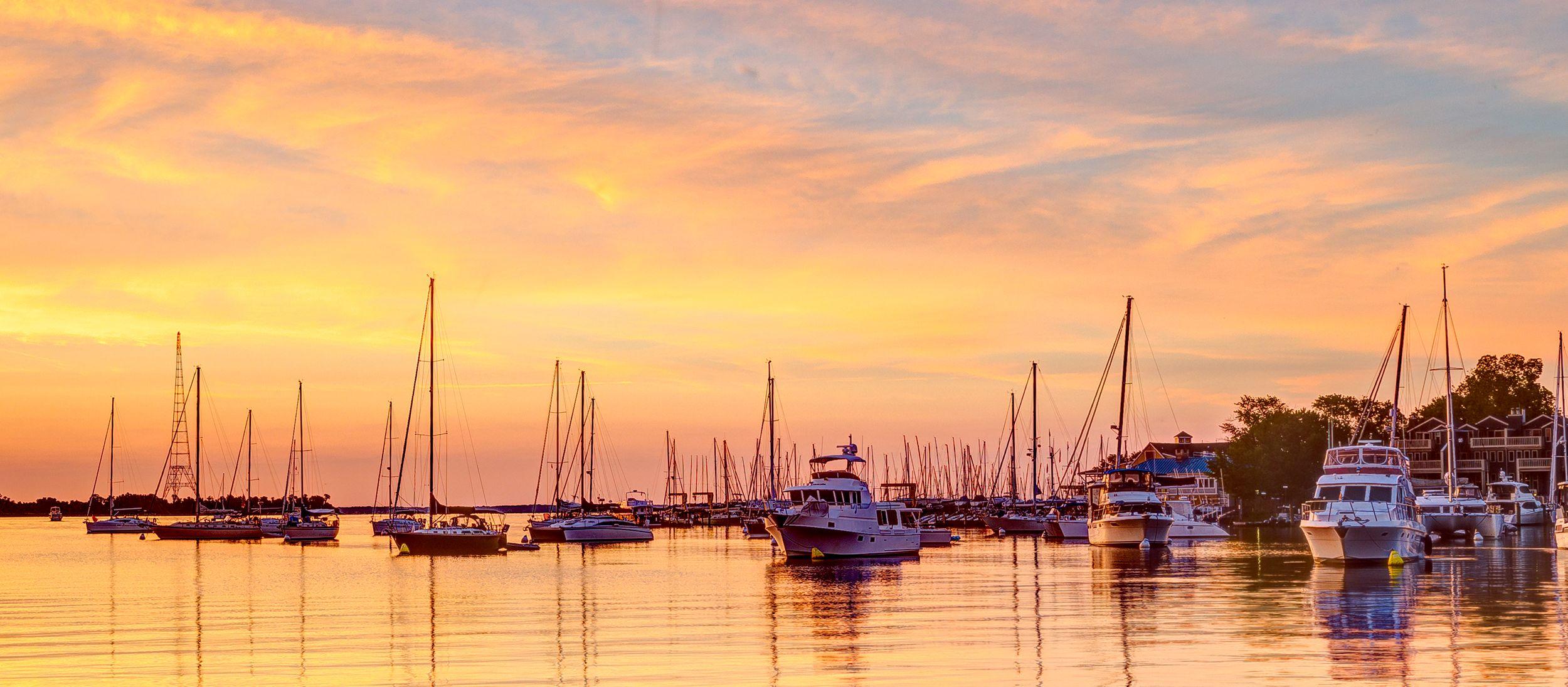 Sonnenaufgang über dem Hafen von Annapolis, Maryland