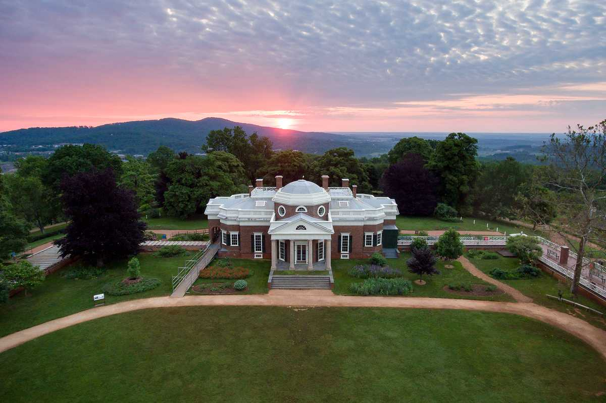 Das Monticello Anwesen bei Sonnenaufgang nahe Charlottesville in Virginia