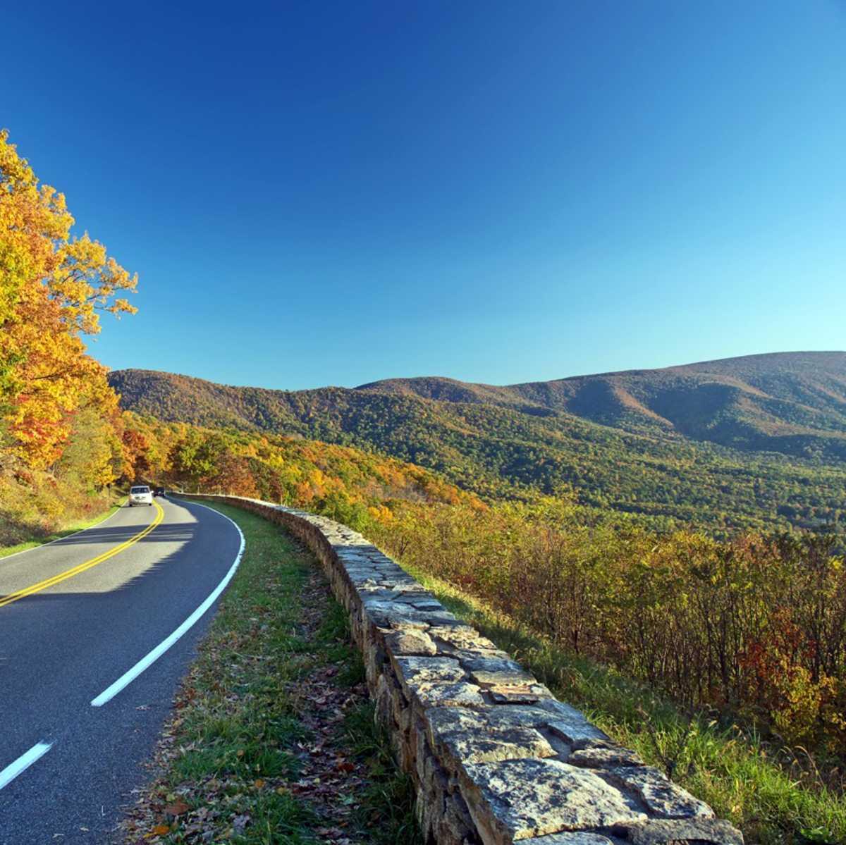 Fahrt durch den herbstlichen Shenandoah Nationalpark, Virginia