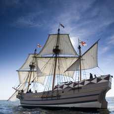 Ein Nachbau des Godspeed Segelschiffes aus dem 17. Jahrhundert