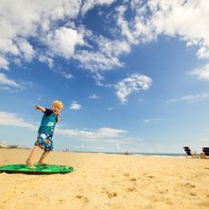 Kind am Sandbridge Beach