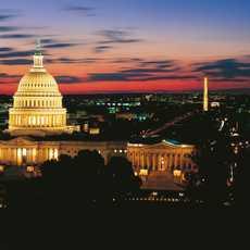 Kapitol und Washington Monument bei Nacht