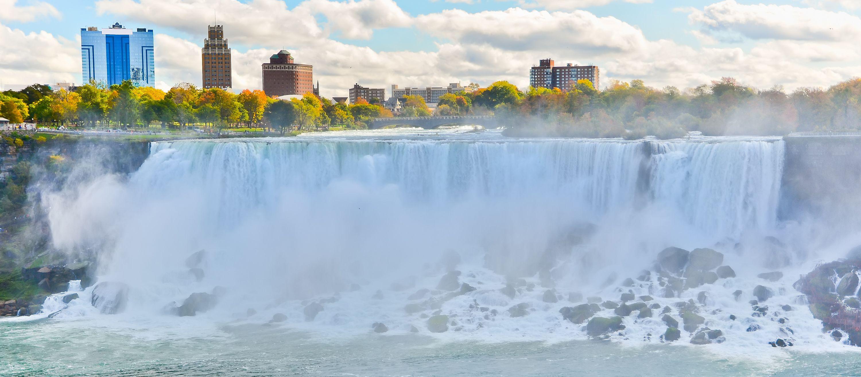 Die Niagara Fälle im Herbst, New York