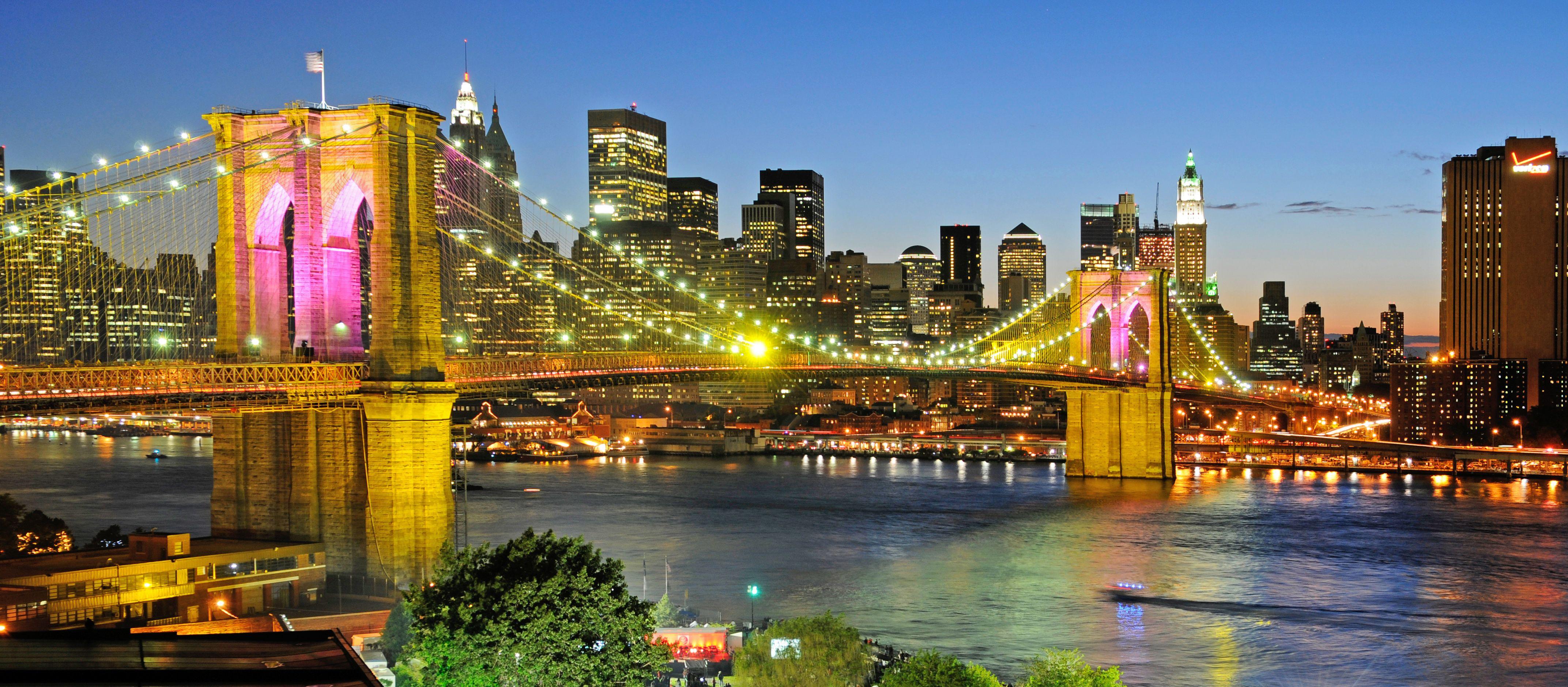 Nacht im Brooklyn Bridge Park
