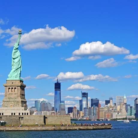 Freiheitsstatue und Skyline von Manhattan