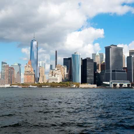 Die Skyline von Lower Manhattan, gesehen von Governors Island