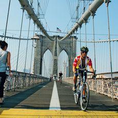 Fu§gSnger auf der Brooklyn Bridge