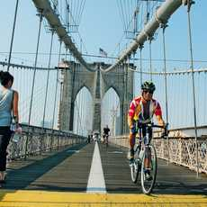 Fu§gSnger auf der Brooklyn Bridge