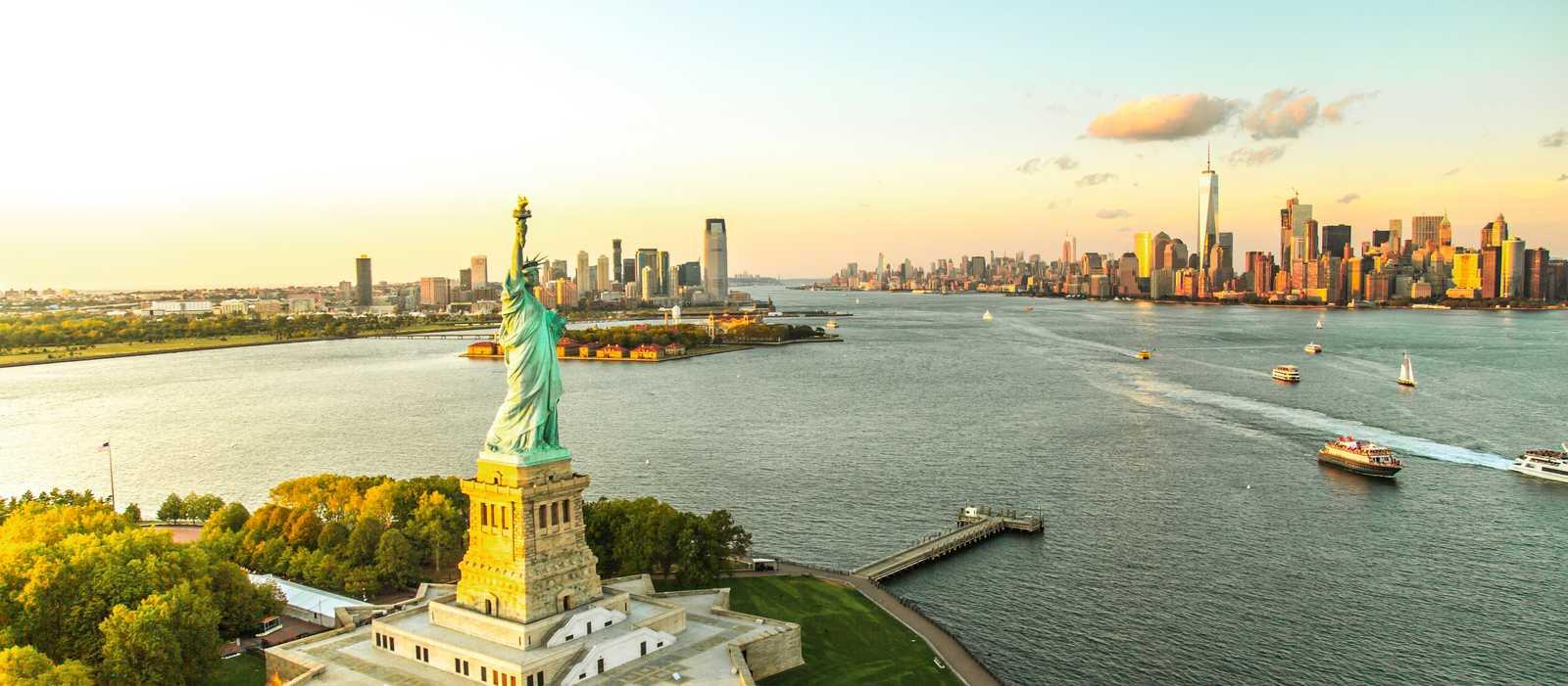 Luftaufnahme Liberty Island und der Freiheitsstatue, New York