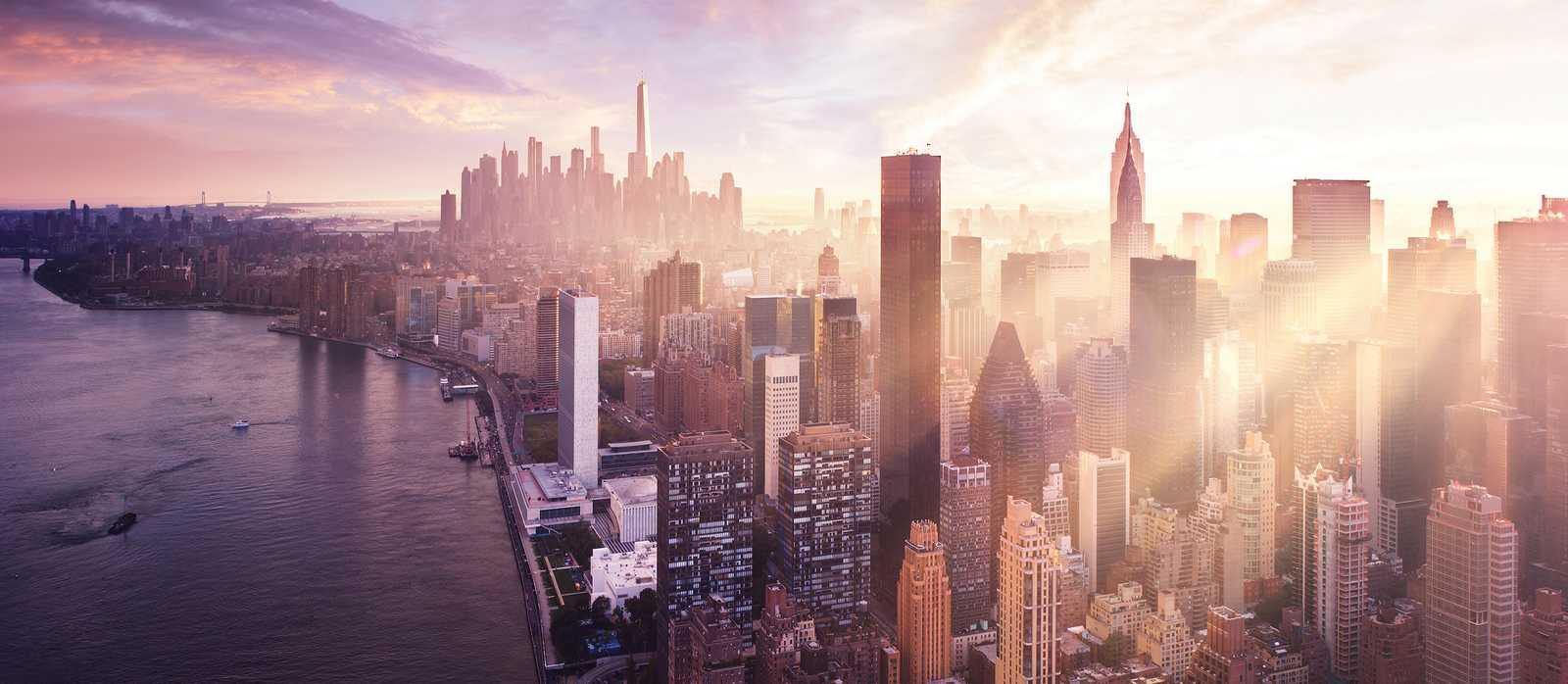 Atemberaubender Sonnenuntergang über der Skyline von Manhattan