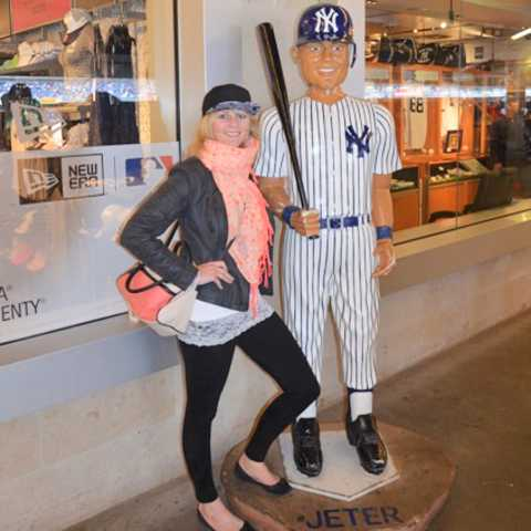 Nele vor dem Yankee Stadium, Bronx, New York City