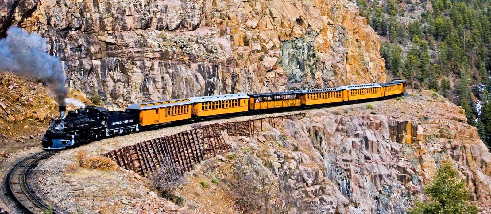 Historischer Zug in den Rocky Mountains