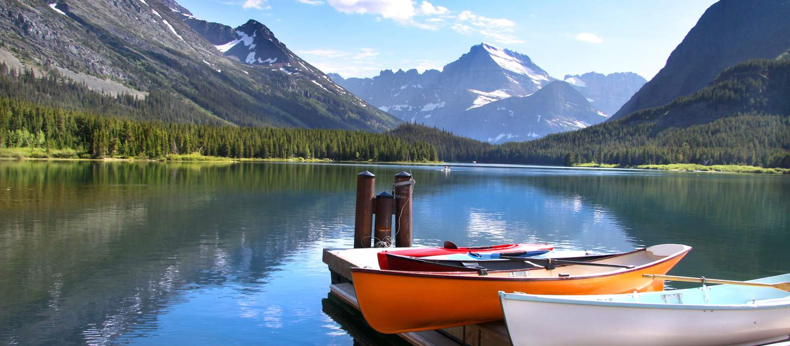 Kanus am Lake McDonald, Montana