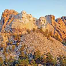 Blick auf den beruehmten Mount Rushmore