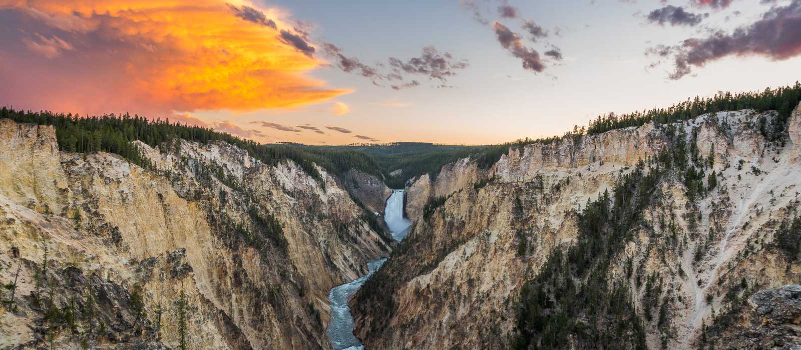 Sonnenuntergang am Grand Canyon of the Yellowstone, Yellowstone, Wyoming