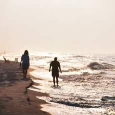 Den Sonnenuntergang an der Küste Alabamas genießen