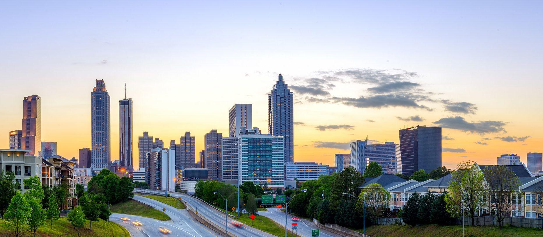 Die Skyline von Atlanta bei Sonnenuntergang