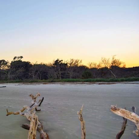 Dämmerung am Draftwood Beach