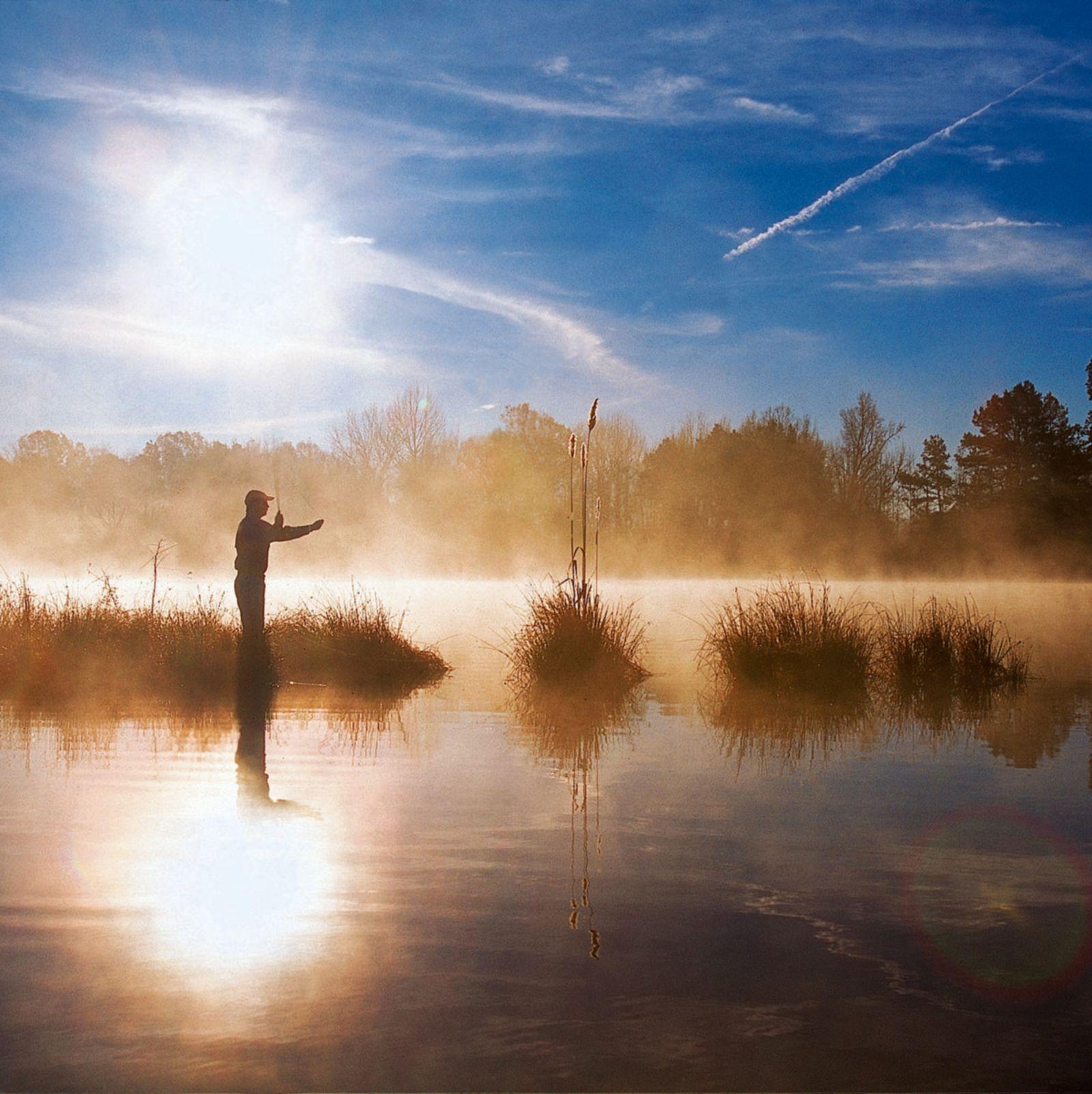 Angler im Gegenlicht
