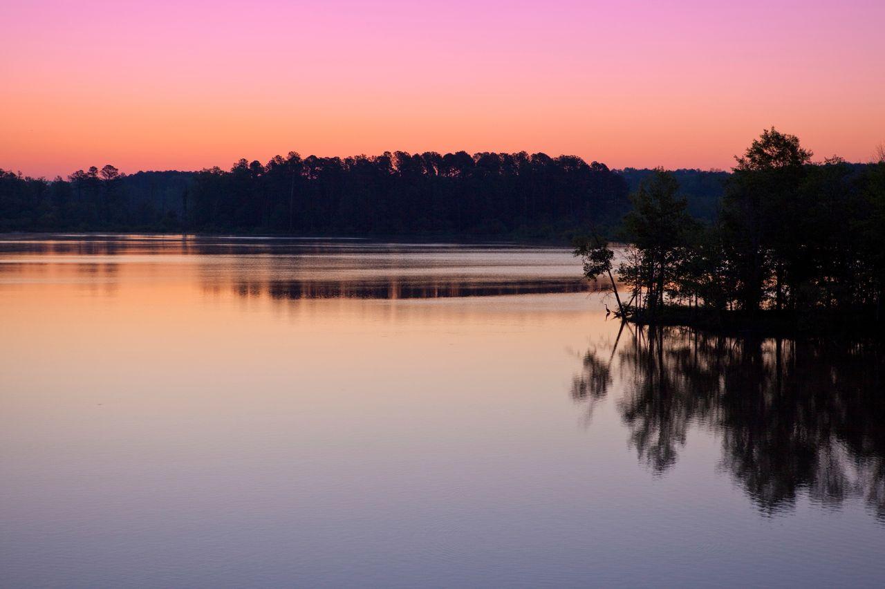 Der Jordan Lake bei Sonnenaufgang