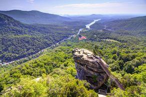 Der Chimney Rock im Chimney Rock State Park in North Carolina