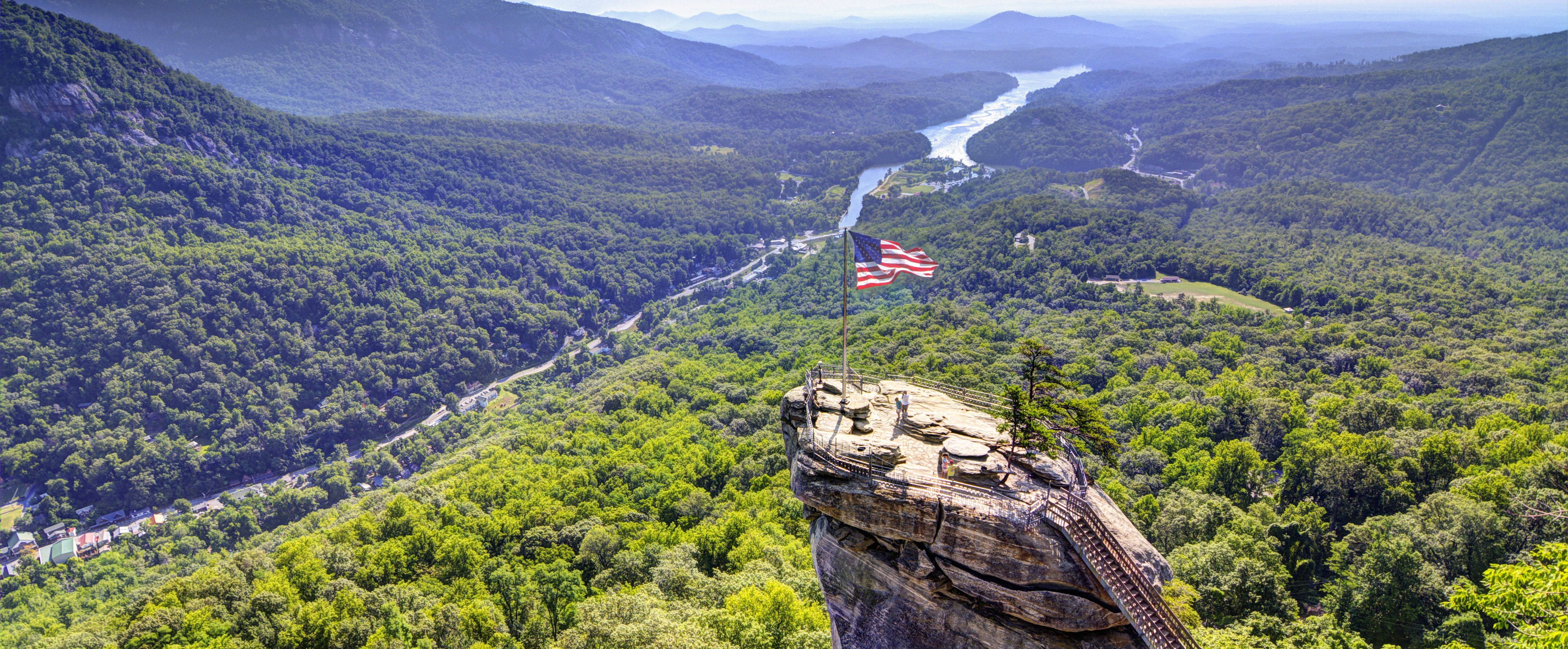Der Chimney Rock im Chimney Rock State Park in North Carolina