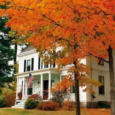 Country inn im Herbst