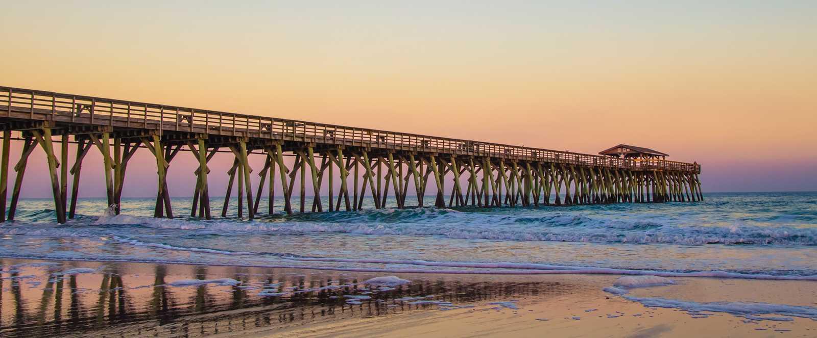 Sonnenuntergang am Myrtle Beach Ocean Pier in South Carolina