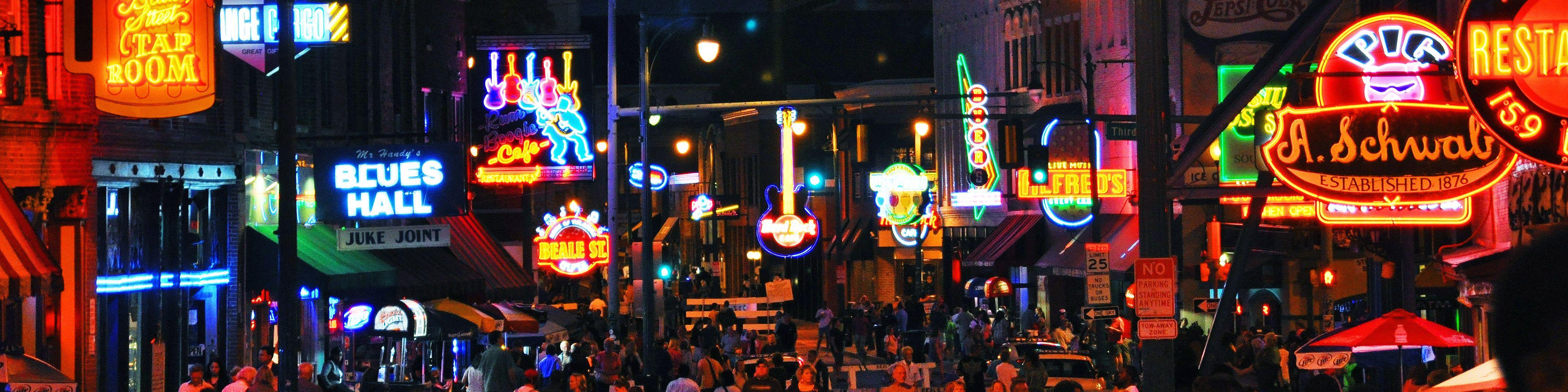 Abendliche Beale Street