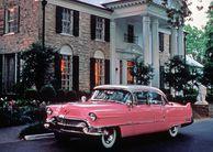 Pinker Cadillac vor Elvis Presleys Anwesen Graceland