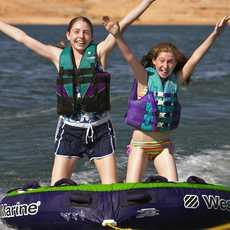 Spaß mit dem Tube-Boot auf dem Lake, Powell, Arizona