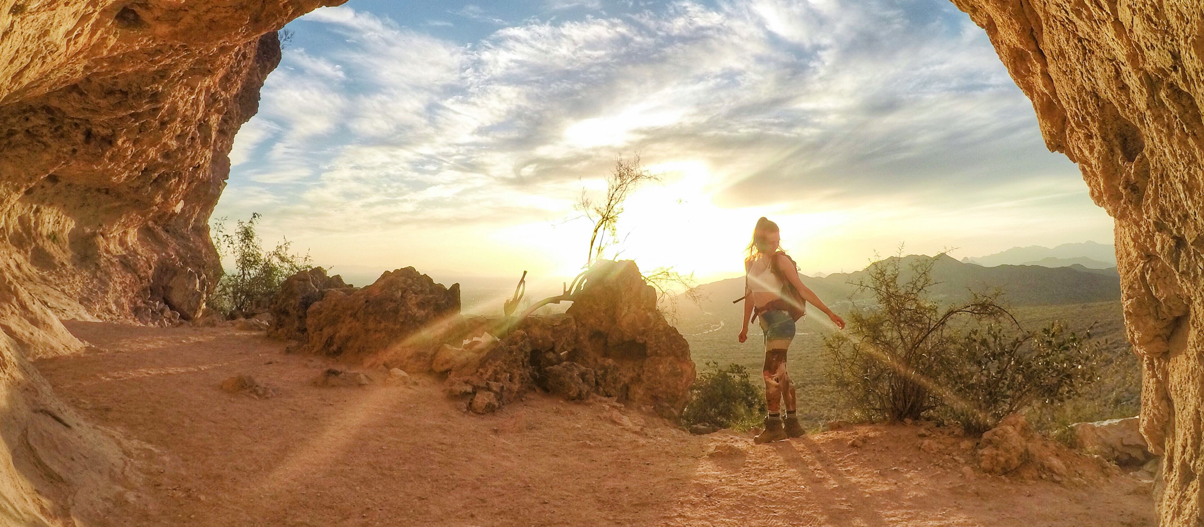 Entlang der Wind Cave Trail in Mesa, Arizona wandern