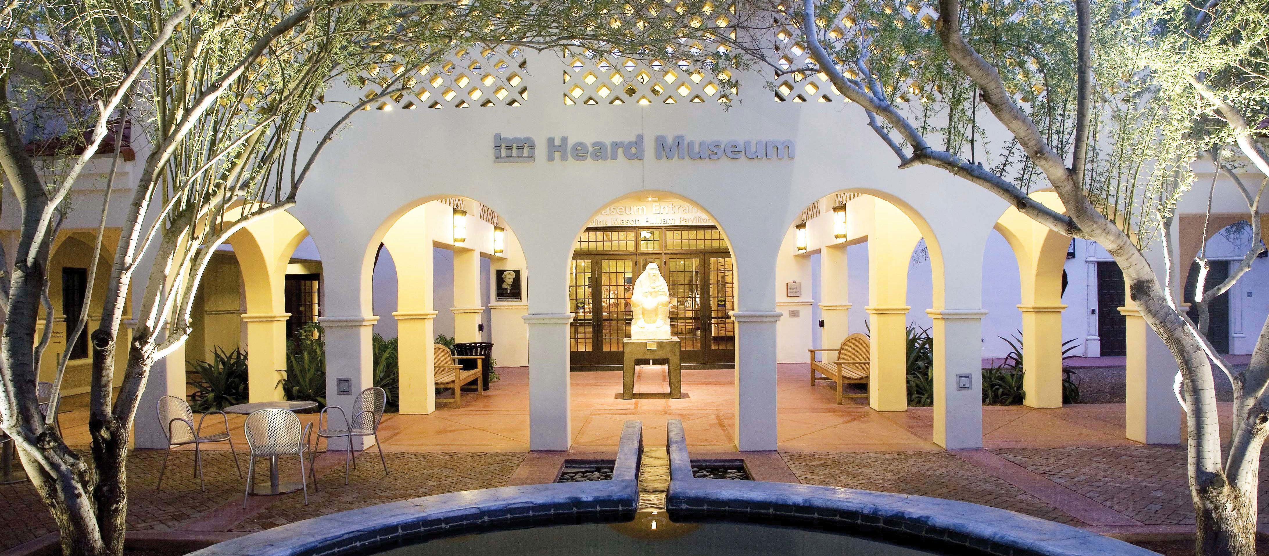 Eingang des Heard Museums in Phoenix, Arizona