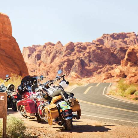 Motorräder am Straßenrand, USA
