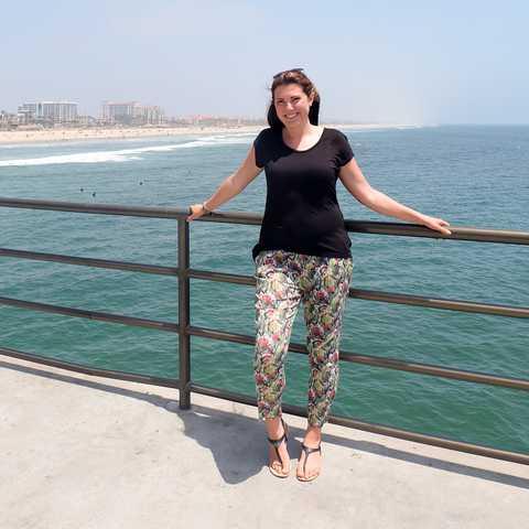 Mitarbeiterin Marie am Huntington Beach, Kalifornien