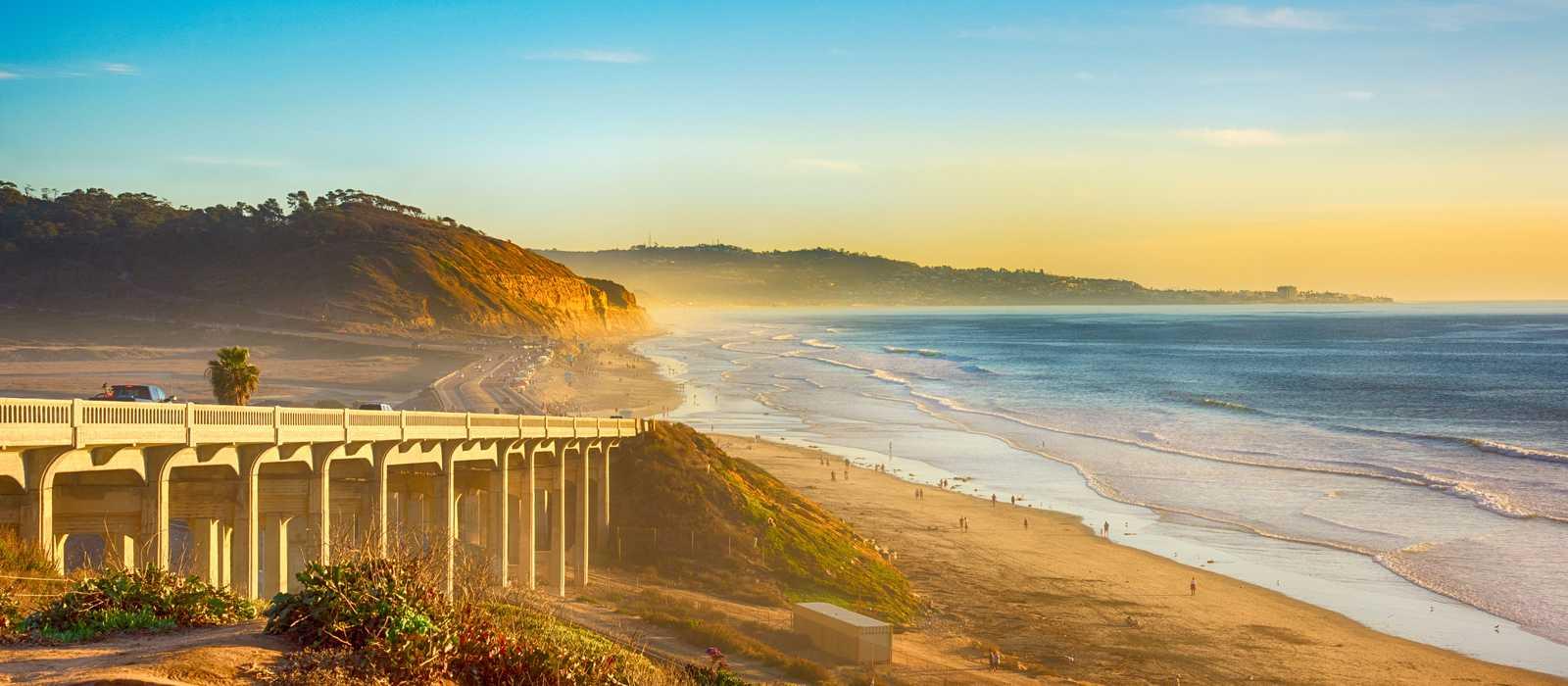Blick auf die Torrey Pines Bridge an der Pazifikküste von Kalifornien