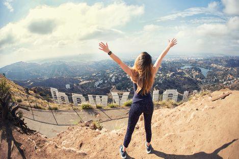 Die Aussicht auf Hollywood von den Hollywood Hills in Los Angeles genießen